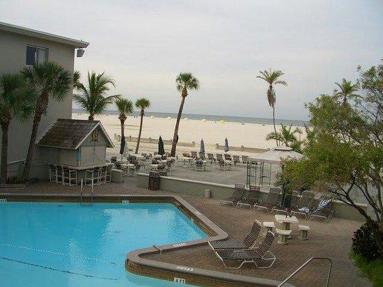 Thunderbird Beach Resort: Piscine , plage, mer