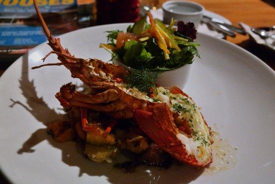 Green Dolphin Restaurant & Bar: Crayfish on sautéed vegetables