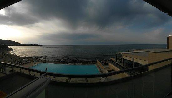 Aktia Lounge Hotel & Spa : Вид из окна вечером