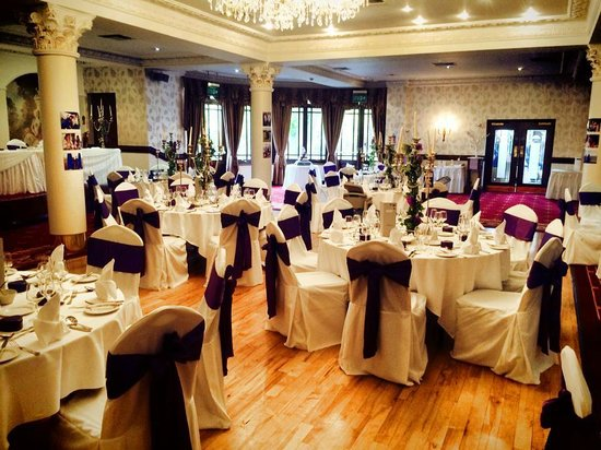 Tullyglass House Hotel: The wedding reception room