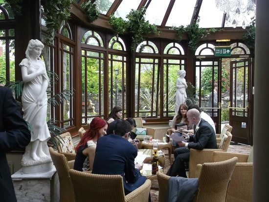 Tullyglass House Hotel: The Conservatory - a pleasant space to relax in