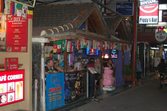 Piggy's Bar and Cafe: the entrance