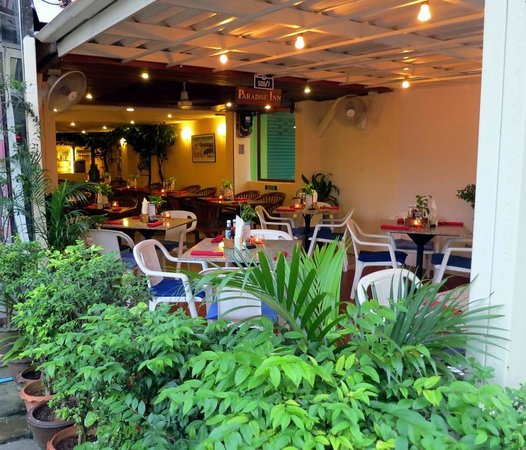 Paradise Inn Phuket: Restaurant and Lobby