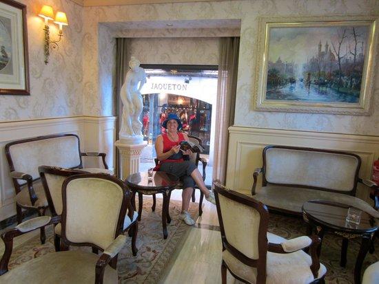 Infanta Isabel Hotel: entry sitting area adjacent to information and booking desk