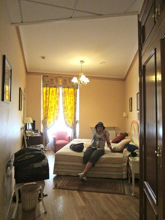 Infanta Isabel Hotel: A twin room on second floor
