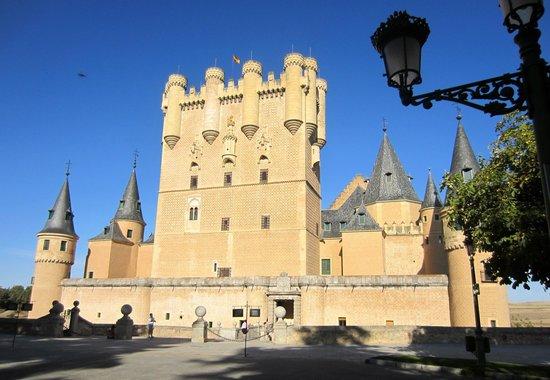 Infanta Isabel Hotel: The castle Patronato Del alcazar De Segovia