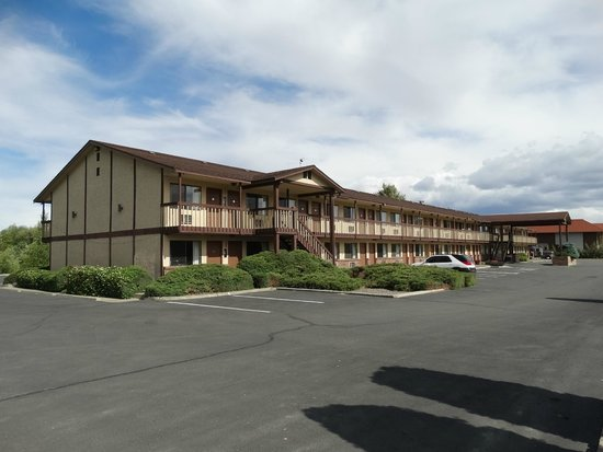 Econo Lodge: The Cedars Inn frontage