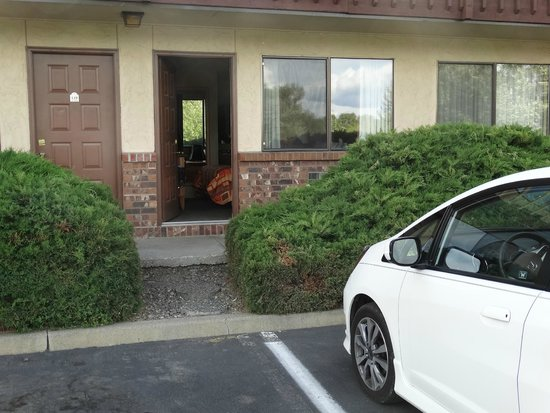 Econo Lodge: Our car and room door at The Cedars Inn