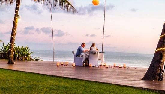The Samaya Bali Seminyak : honeymooners at breeze