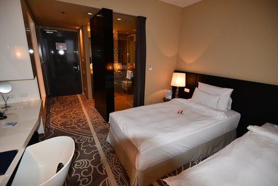 Falkensteiner Hotel Belgrade : 部屋(ドア方向)