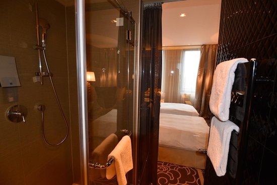 Falkensteiner Hotel Belgrade : バスルーム