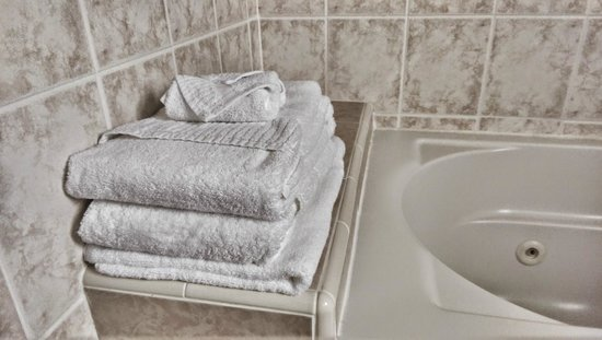 Butterfly Grove Inn: Towels