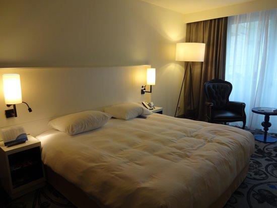 Radisson Blu Hotel, Amsterdam: Big room by European standards