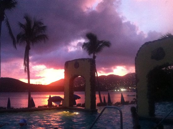 Marriott's Frenchman's Cove: Amazing sunset from the pool