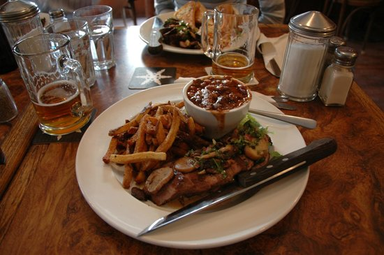 Klondike Kate's Restaurant : Steak and chips with smoked paprika beans