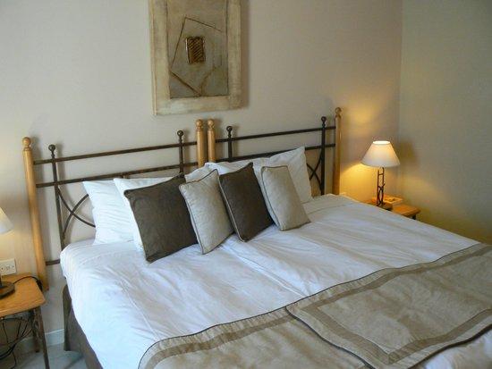 Marina Hotel Corinthia Beach Resort: room