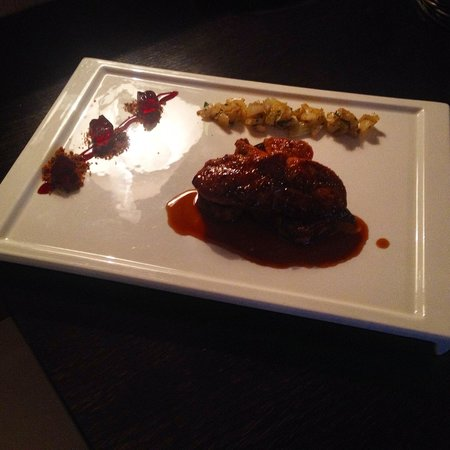 Blue Wagon : Grilled foie gras with fennel, port reduction sauce and pomegranate