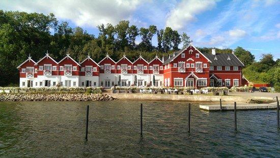 Dyvig Badehotel: Udsigt fra broen i lystbådehavnen
