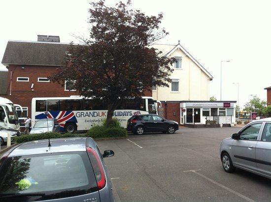 Mercure Wolverhampton Goldthorn Hotel: Coach Parking
