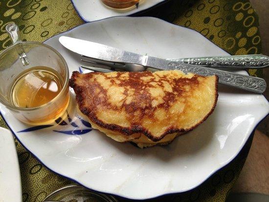 Kungs Cafe: Sticky rice pancake with mango.
