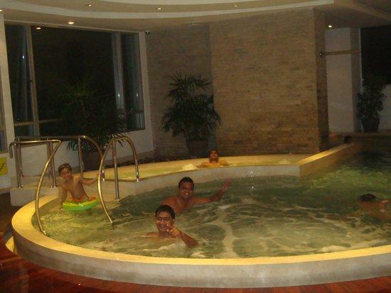 Jasmine Resort Hotel : View of indoor Swimming Pool