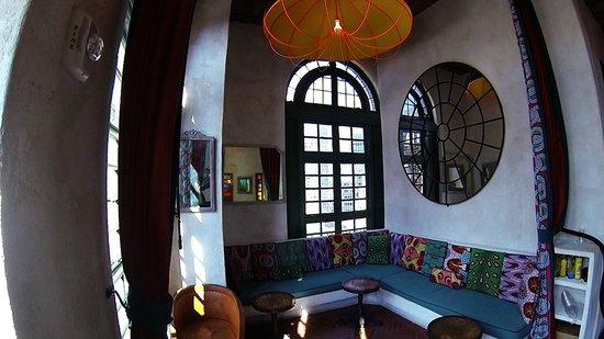 Pod 39 Hotel: parte interior terraza bar, planta 17