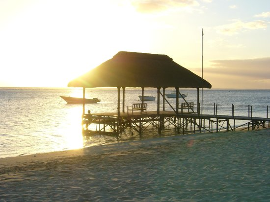 La Pirogue Resort & Spa : tramonto