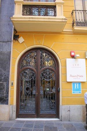 Room Mate Leo: The hotel entrance