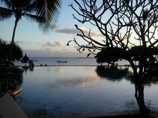La Pirogue Resort & Spa: primo tramonto