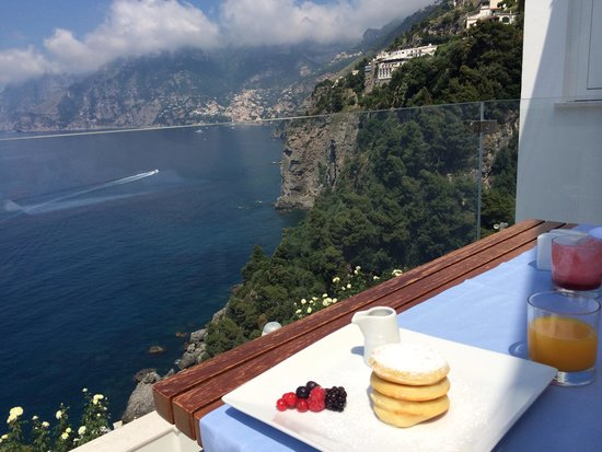 Casa Angelina: Breakfast with a view