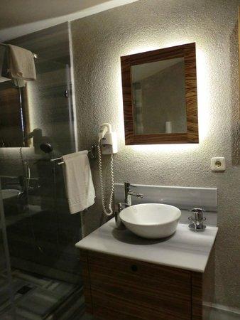 Hotel Buyuk Keban : Baño del dormitorio Buyuk Keban