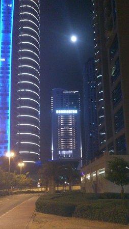 Bonnington Jumeirah Lakes Towers: Hotel at night