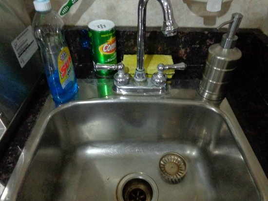 Super 8 Mundelein/Libertyville Area: Dirty sink and sponge in the breakfast area.