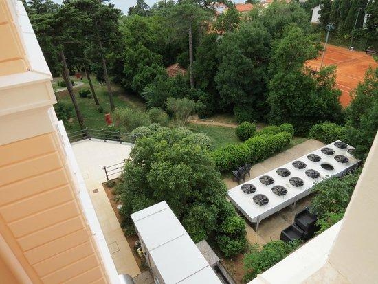 Hotel Kvarner Palace: Blick nach unten vom Zimmer aus (Nr. 134)