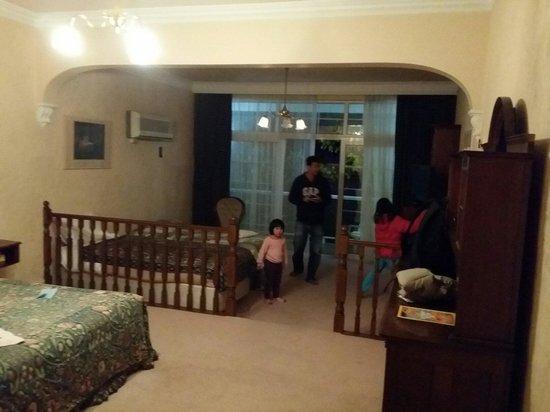 Victoria House Motor Inn: Room 6 on street level...huge!
