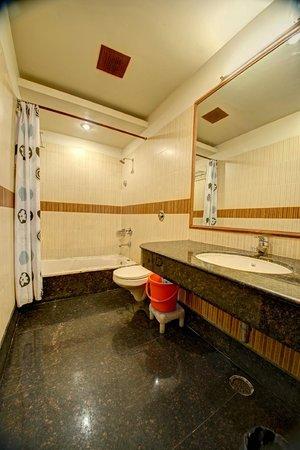 Hotel PR Residency: Bathroom