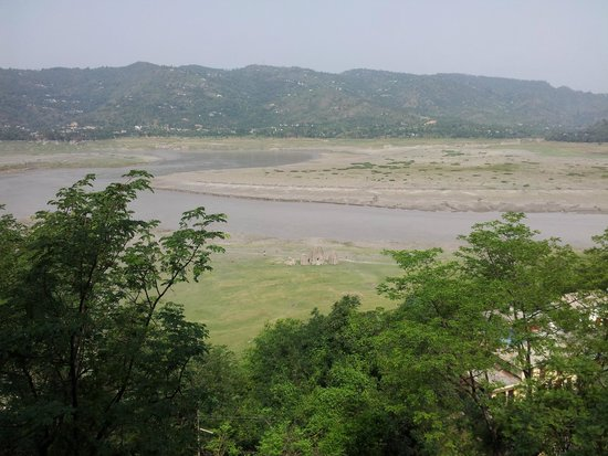 Hotel Lake View (HPTDC): View of the lake from balcony (in June)
