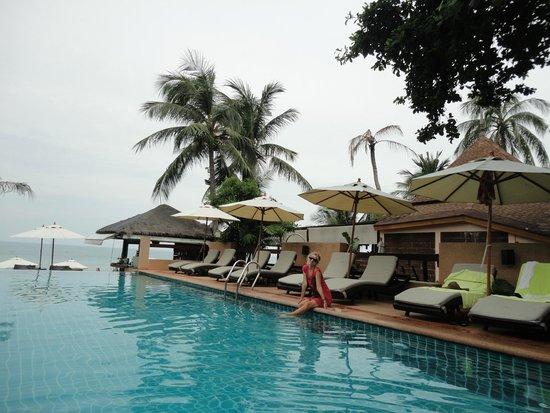 Samui Jasmine Resort: Приятный бассейн с прямым видом на море