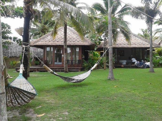 Mali Resort Pattaya Beach Koh Lipe: Garden view with hammock