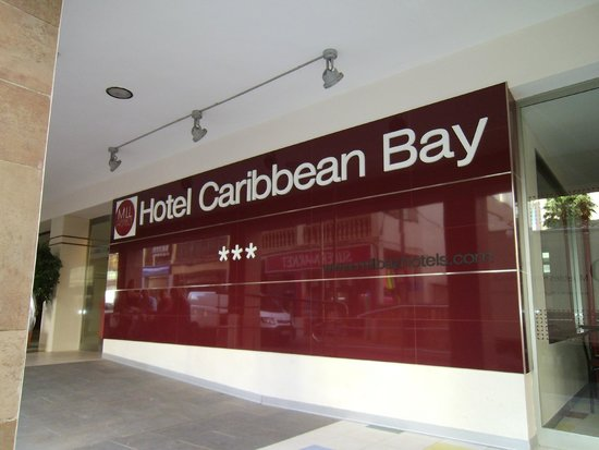 Hotel Caribbean Bay: Entrance of the hotel