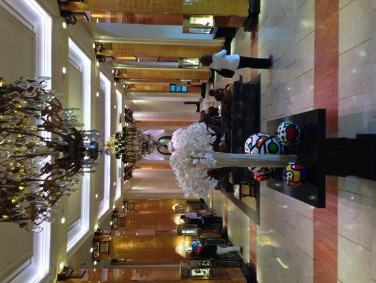 Hôtel Barrière Le Majestic Cannes : Wunderschöne Eingangshalle