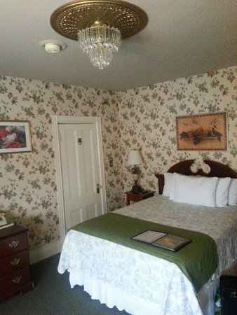Inn at St. John : Queen size bedroom on floor B