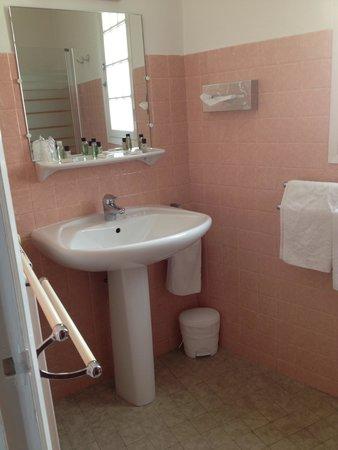 salle de bain année 70 - Picture of Auberge de la Calanque, Le ...