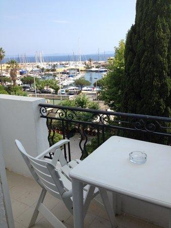 Auberge de la Calanque : balcon avec super vue