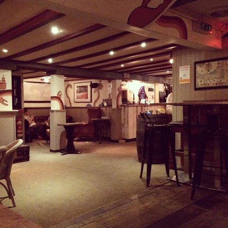 The Rum and Crab Shack: Inside