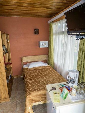 Hotel Miradas Arenal: cama pequeña