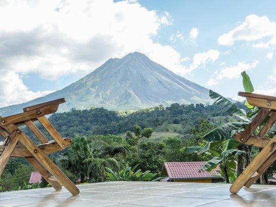 Hotel Miradas Arenal: vista desde el porche