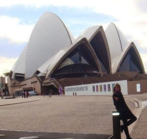Opera Australia: .