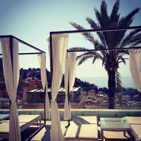 Il Piccolo Giardino: Rooftop loungers