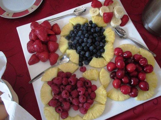 Hotel Viktoria: Fruits de saison au petit déjeuner... Hum!